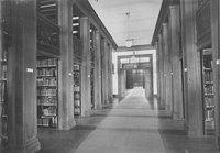 Stacks in main floor, c1909.